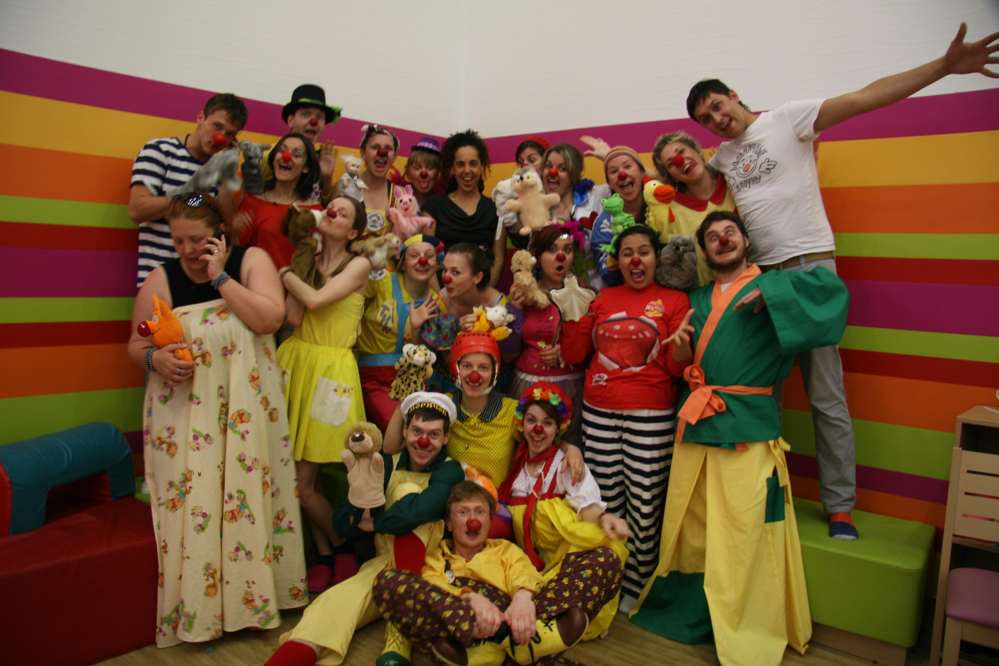 Как больничный клоун находит подход к тяжелобольному ребенку
